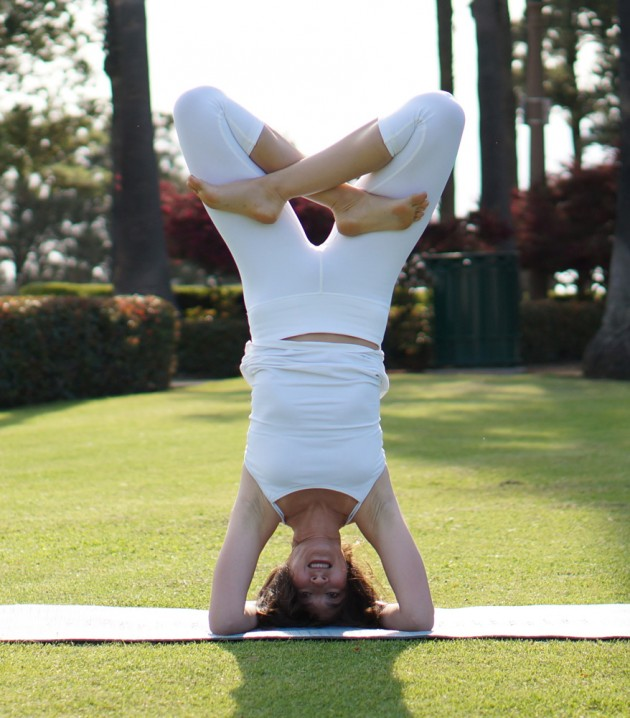 Yoga_Lotus_Headstand_Variation_with_Bound_Legs_1