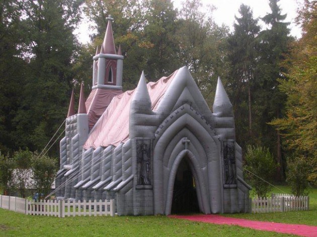 Inflatable_Cathedral_1