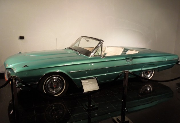 1966_Ford_Thunderbird_2